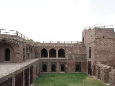 Fort_of_Firoz_Shah_Tughlaq_at_Hisar