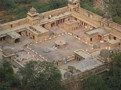 Gujari_mahal_-_panoramio