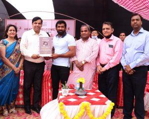 PadmaShri Sh Yogeshwar Dutt awarded to players of Om Sterling Global University (OSGU)1